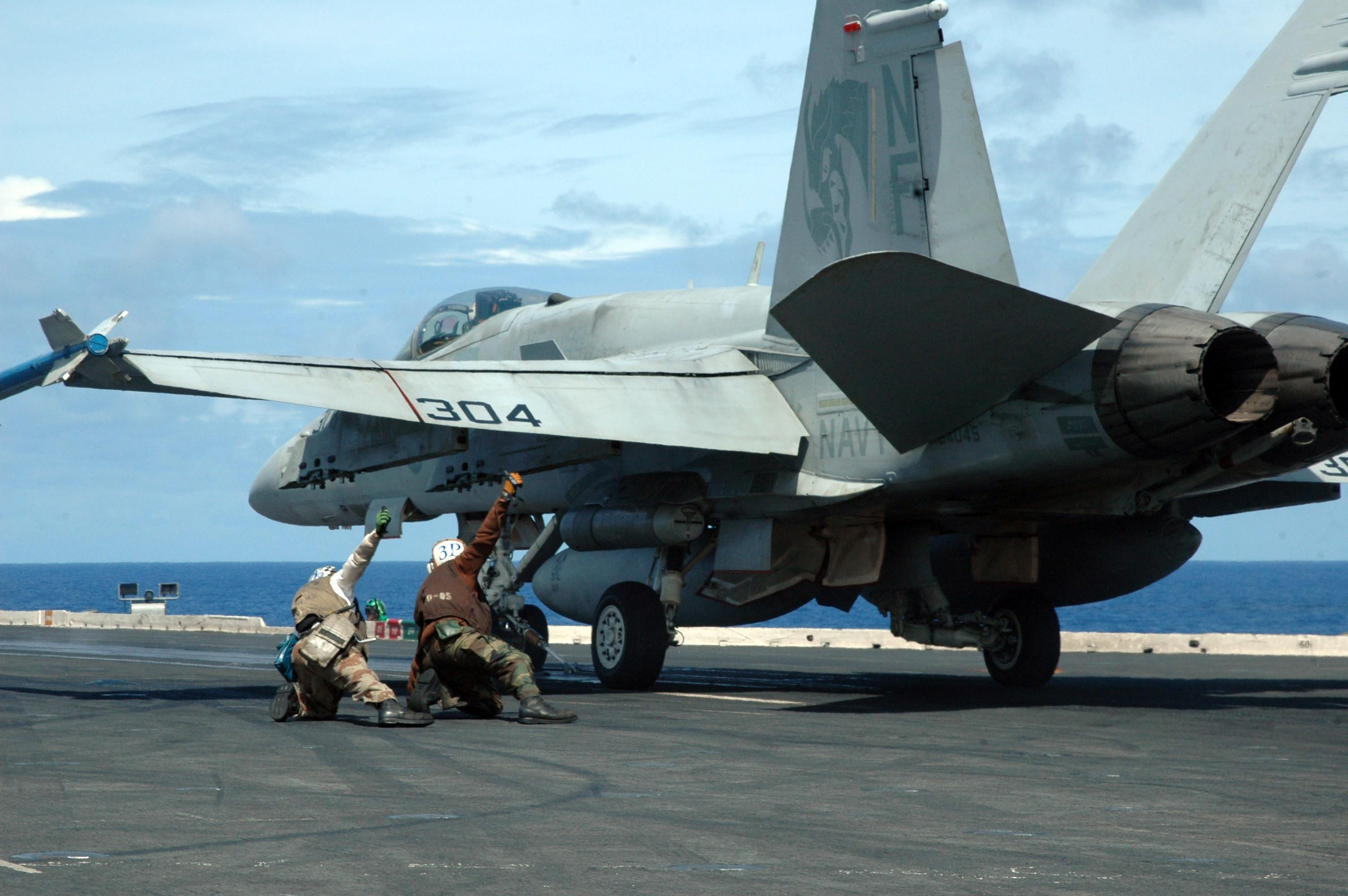 the flight deck of USS Kitty Hawk CV 63 during flight operationsjpg 3008x2000