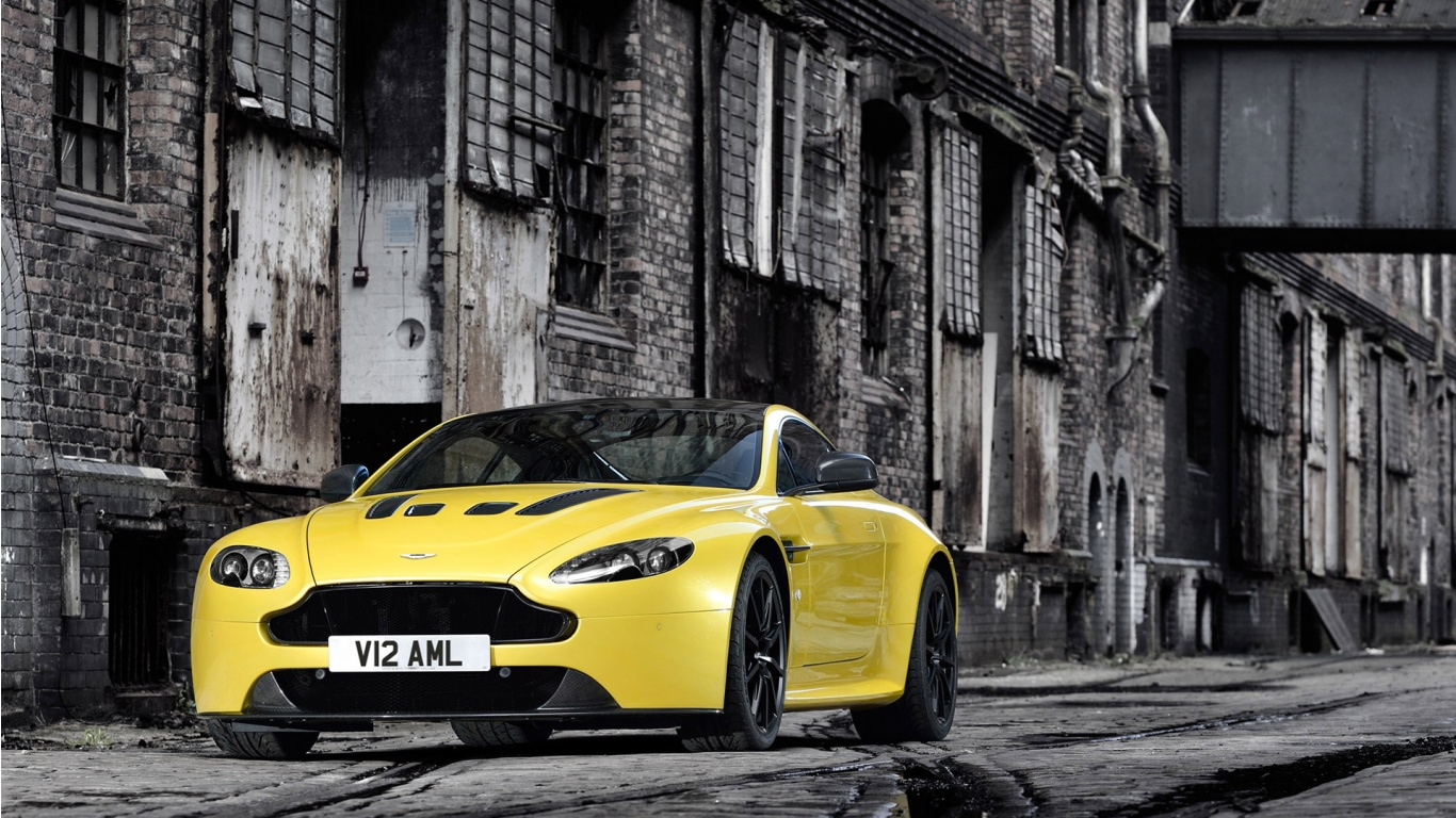 2014 Aston Martin V12 Vantage S Wallpaper in 1366x768 Resolution 1366x768