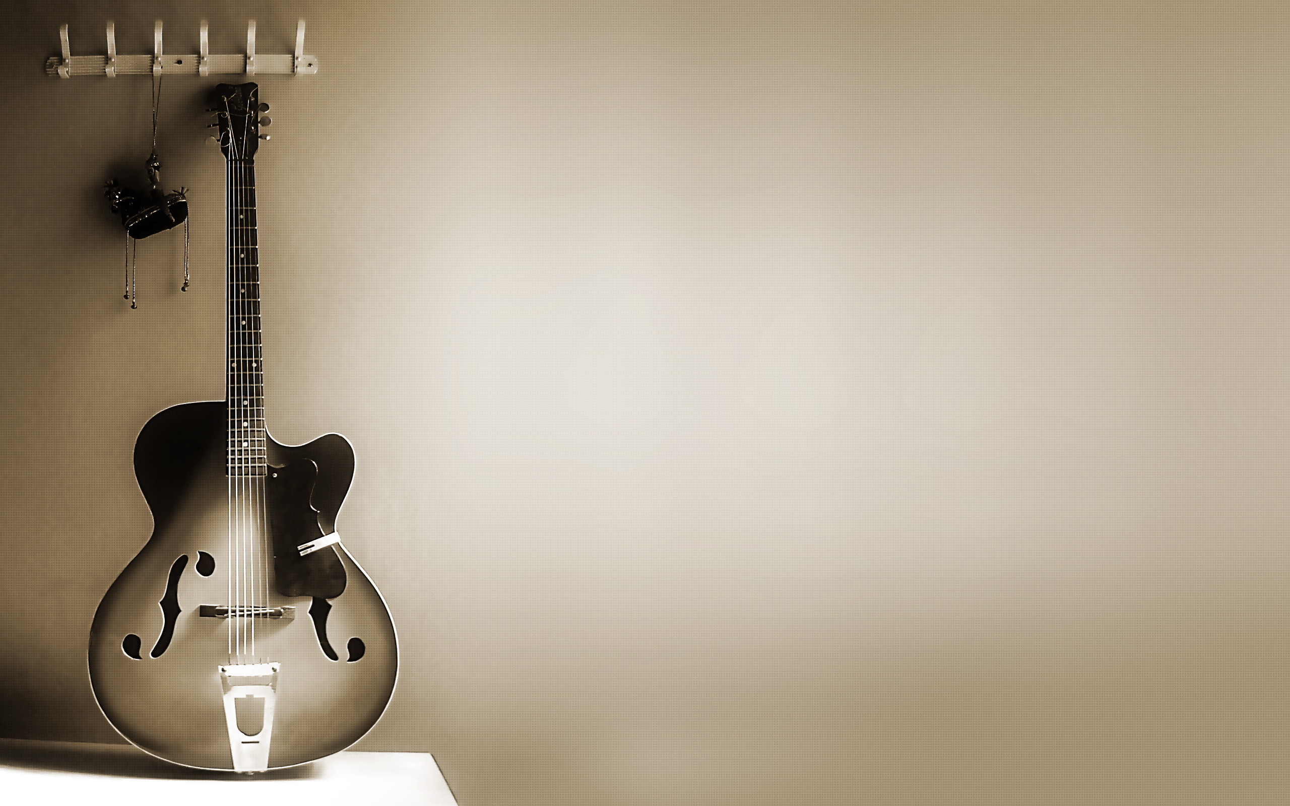 671 Guitar HD Wallpapers Background Images 2560x1600