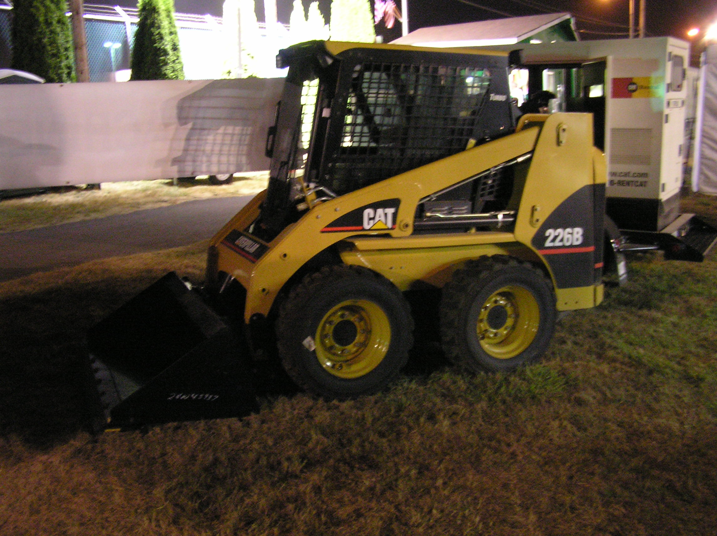 cat caterpillar heavy equipment front end loader dirt mover Images 2288x1712