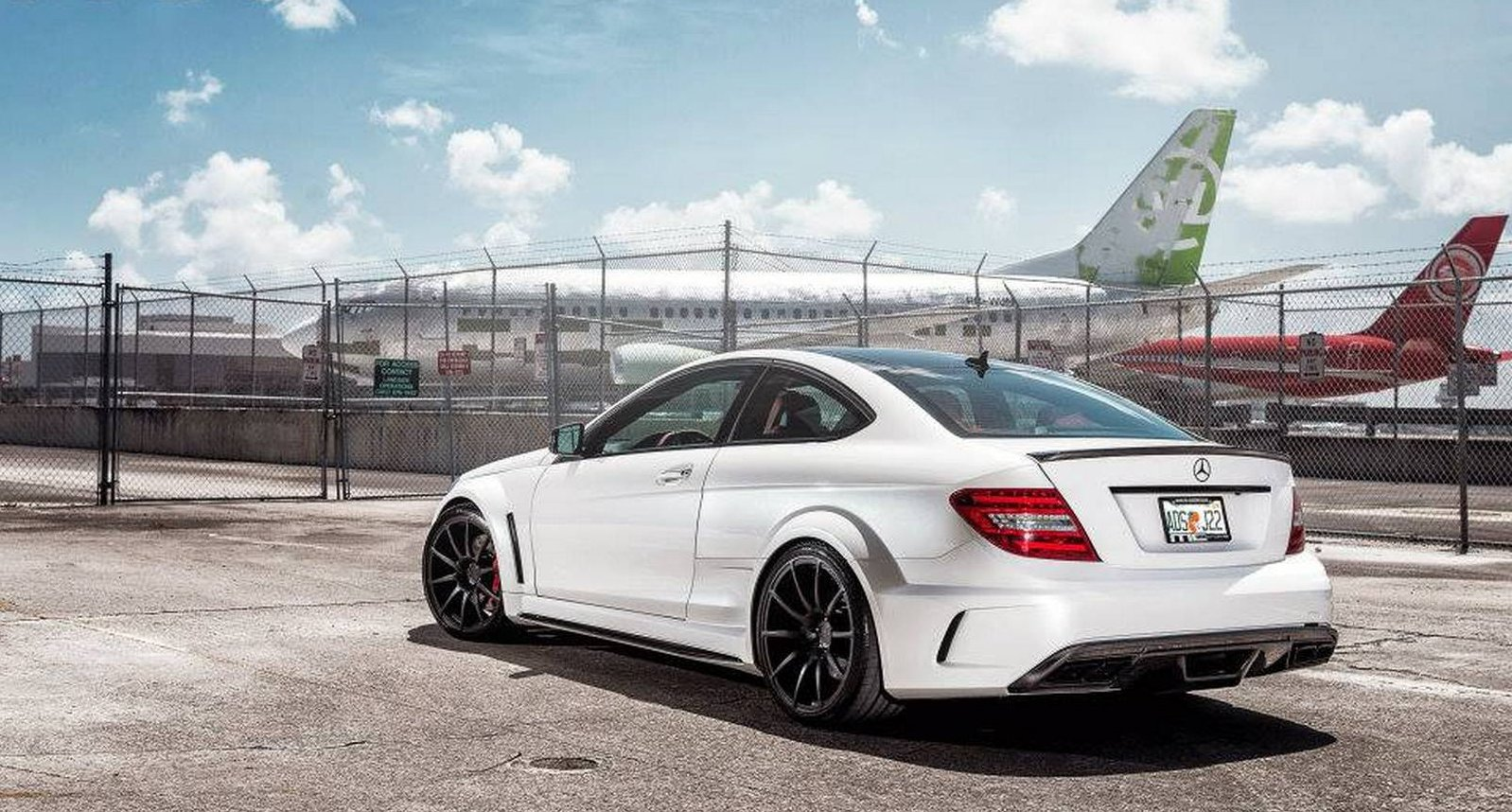 2015 Mercedes Benz C63 AMG Wallpaper picture size 1598x858 posted by 1598x858
