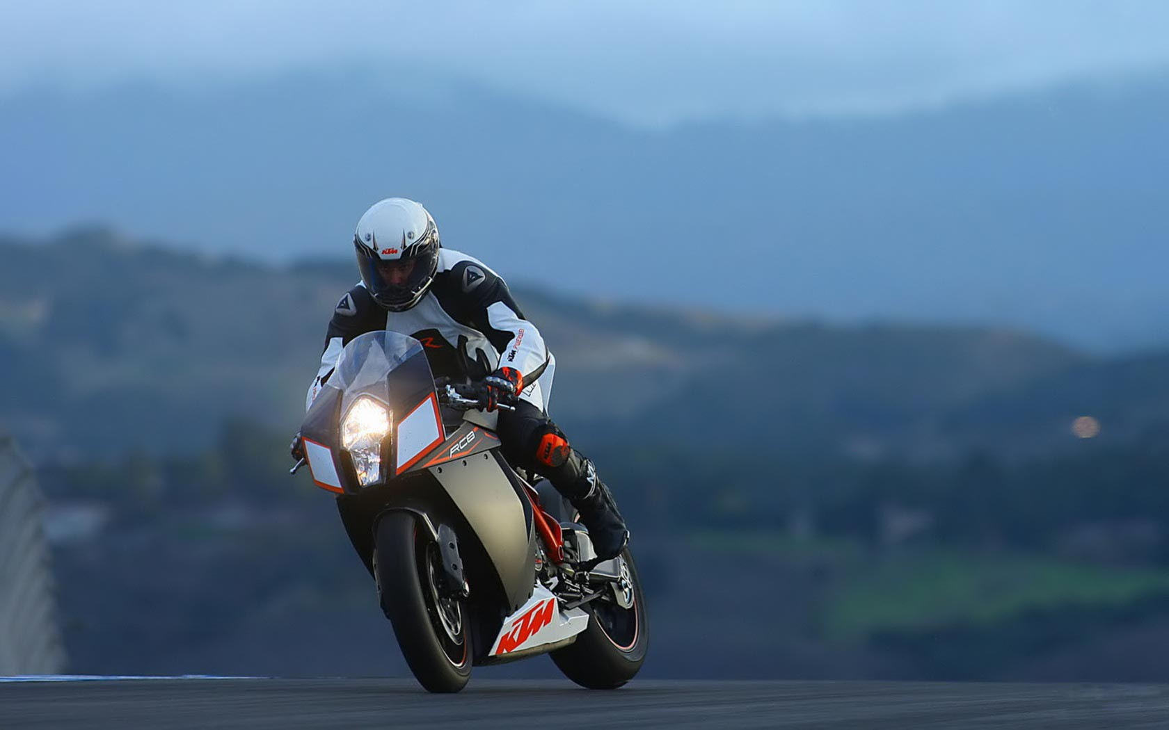 Ktm RC8 Custom   wallpaper 1680x1050