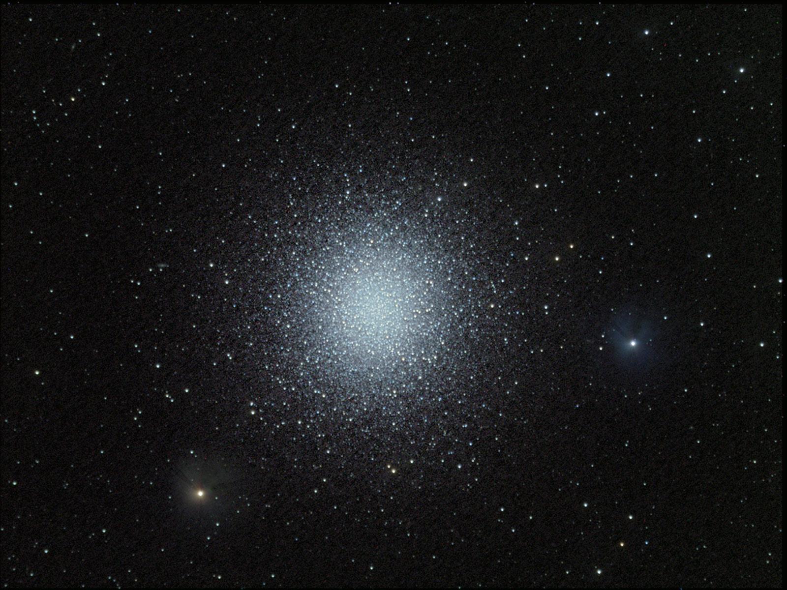 APOD 2004 May 11   M13 The Great Globular Cluster in 1600x1200