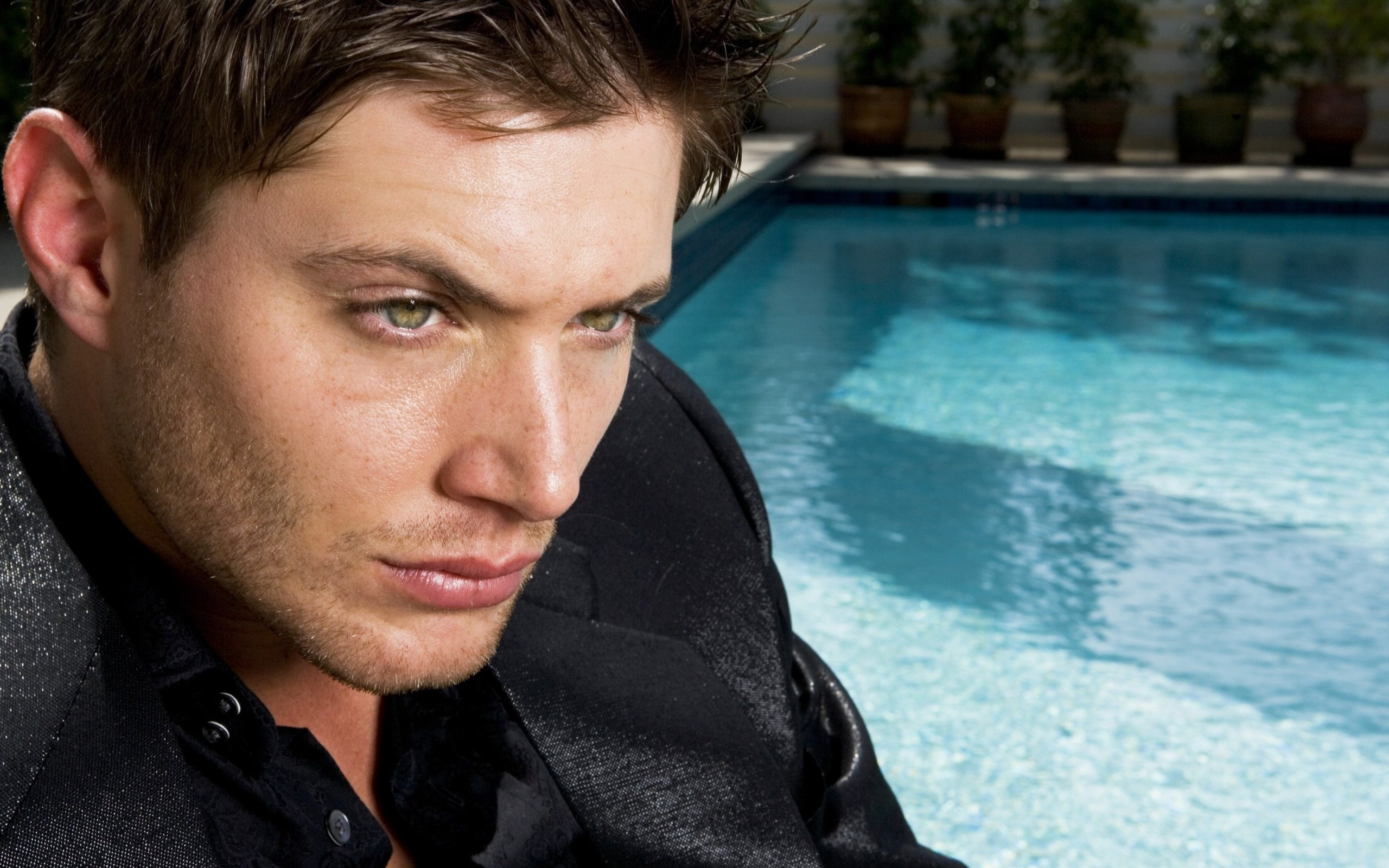 download Handsome man about pool wallpapers and images 2560x1600