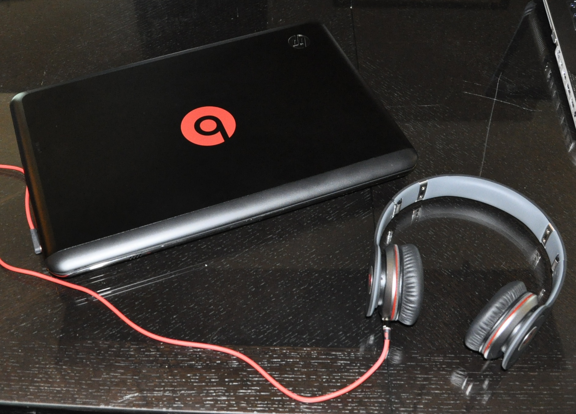 HP ENVY 14 Beats Edition Comes with Solo Headphones 1885x1355