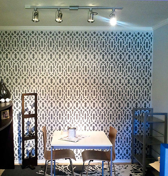 fashionable Trellis stencil design makes for an excellent wallpaper 650x681