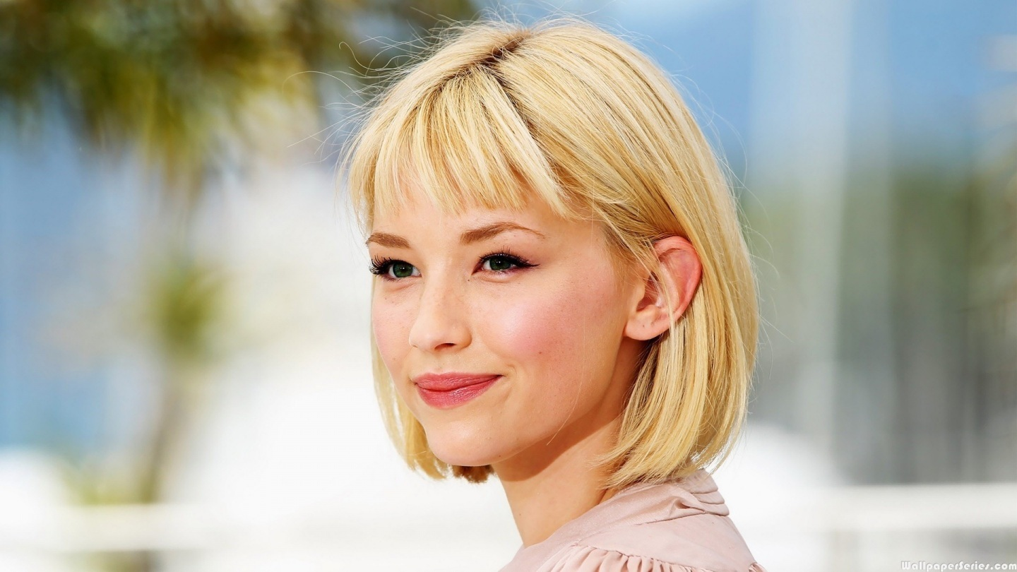Haley Bennett Cute Smile Wallpaper CloudPix 1440x810