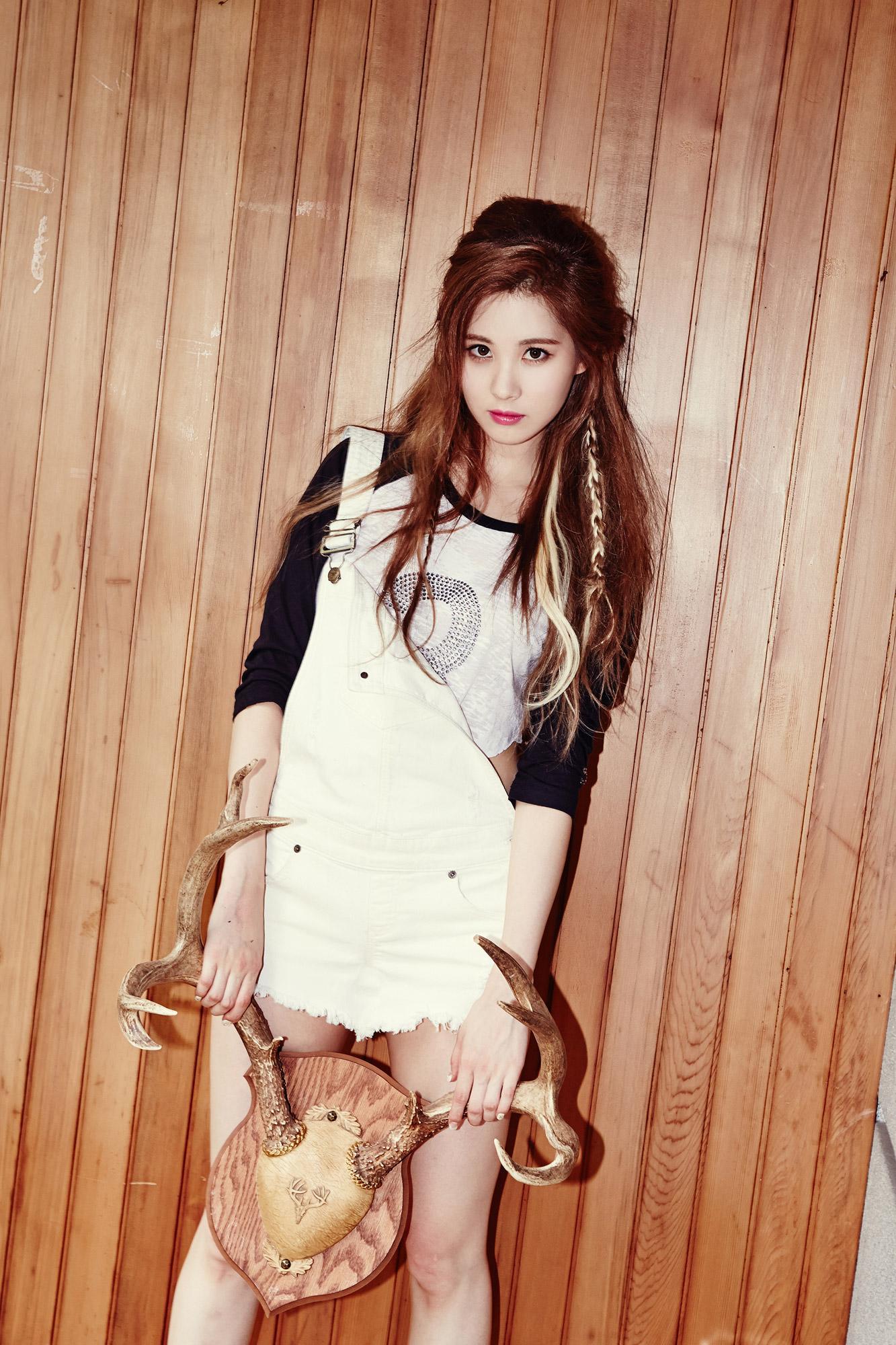 Girls GenerationSNSD images TaeTiSeo Seohyun Holler Image 1333x2000