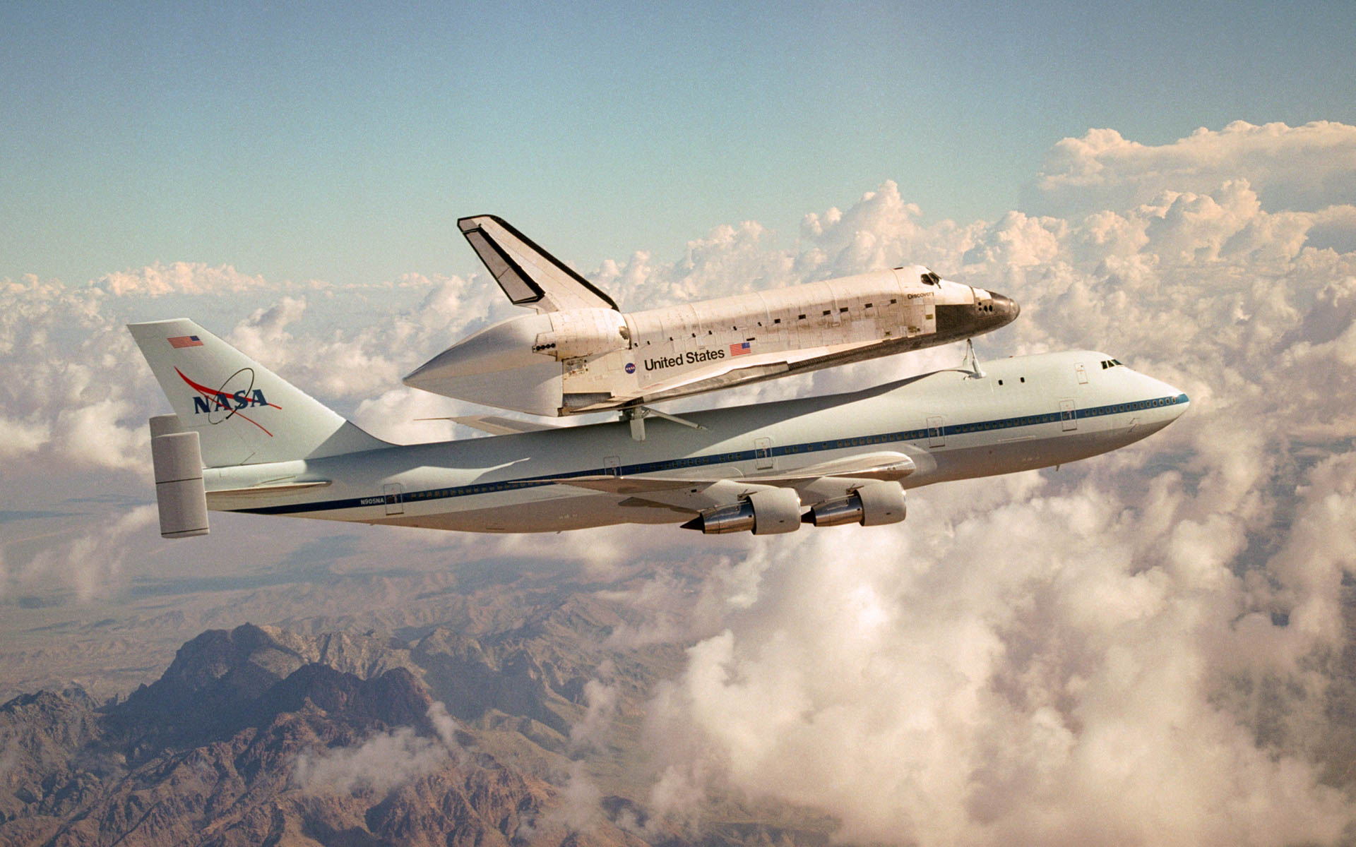 Space Shuttle Discovery Wallpapers and Background Images   stmednet 1920x1200