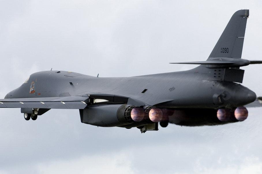 952096  b 1 bomber pjpg 908x606