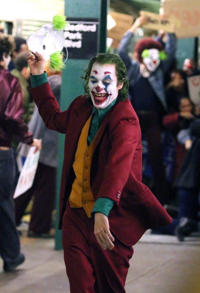 Joker 2019   Photo Gallery   IMDb 676x987