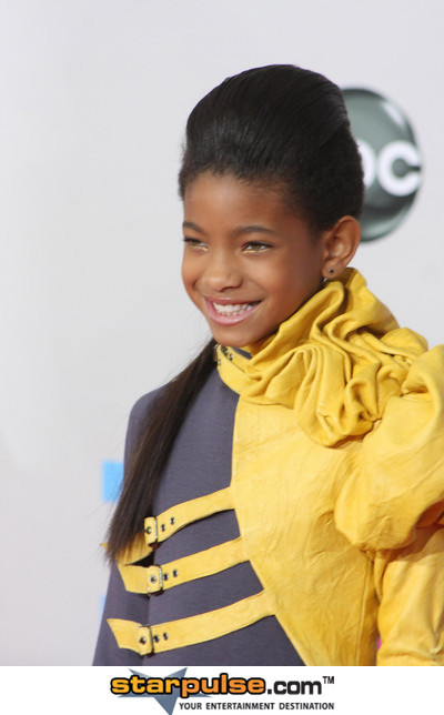 willow smith wears odd willow smith will whip willow smith 400x644
