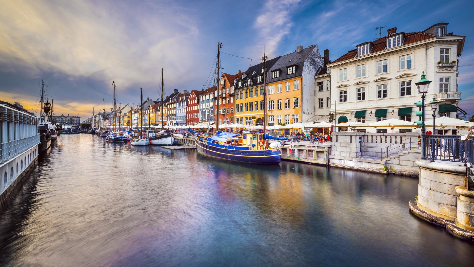 Beautiful winter view from Copenhagen canal   HD wallpaper 1920x1080