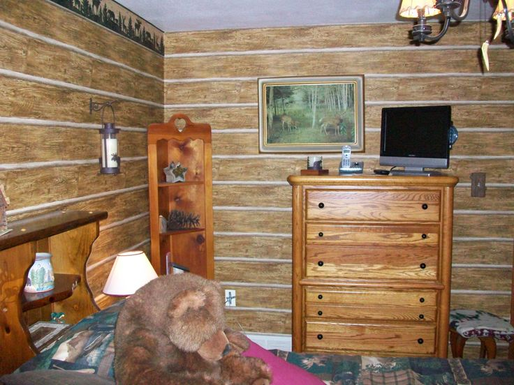 log cabin look wallpapered bedroom Ideas for Remingtons room P 736x552