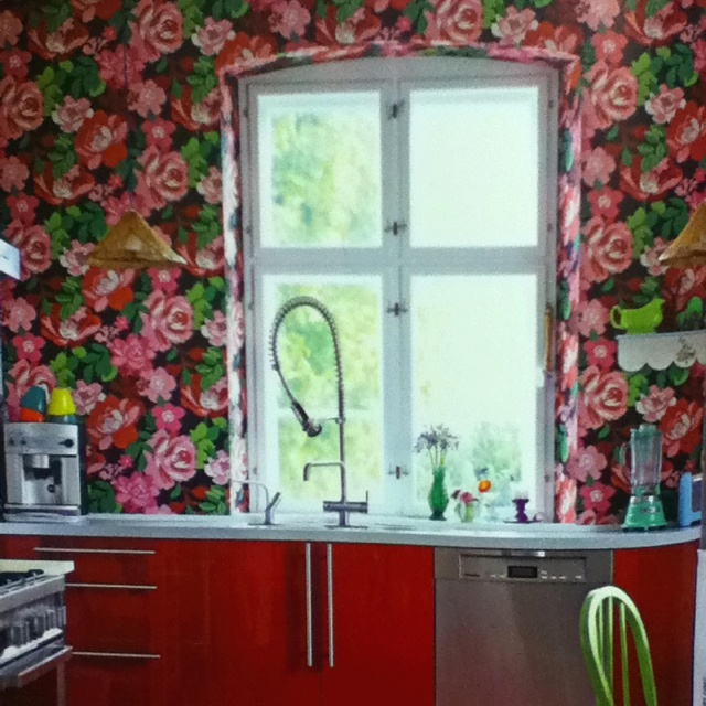Bold floral wallpaper on one wall Home   Artsy Non Traditional 640x640
