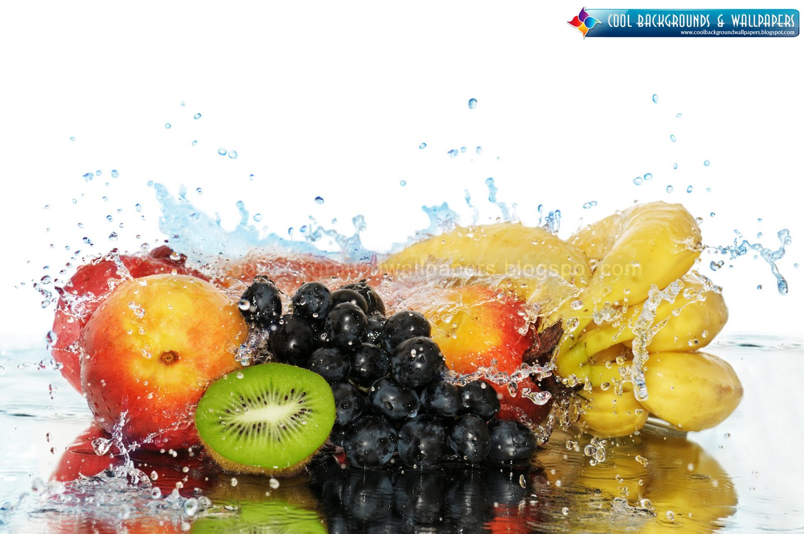 Cute Backgrounds and Wallpapers Fruit in a spray of water 1600x1062