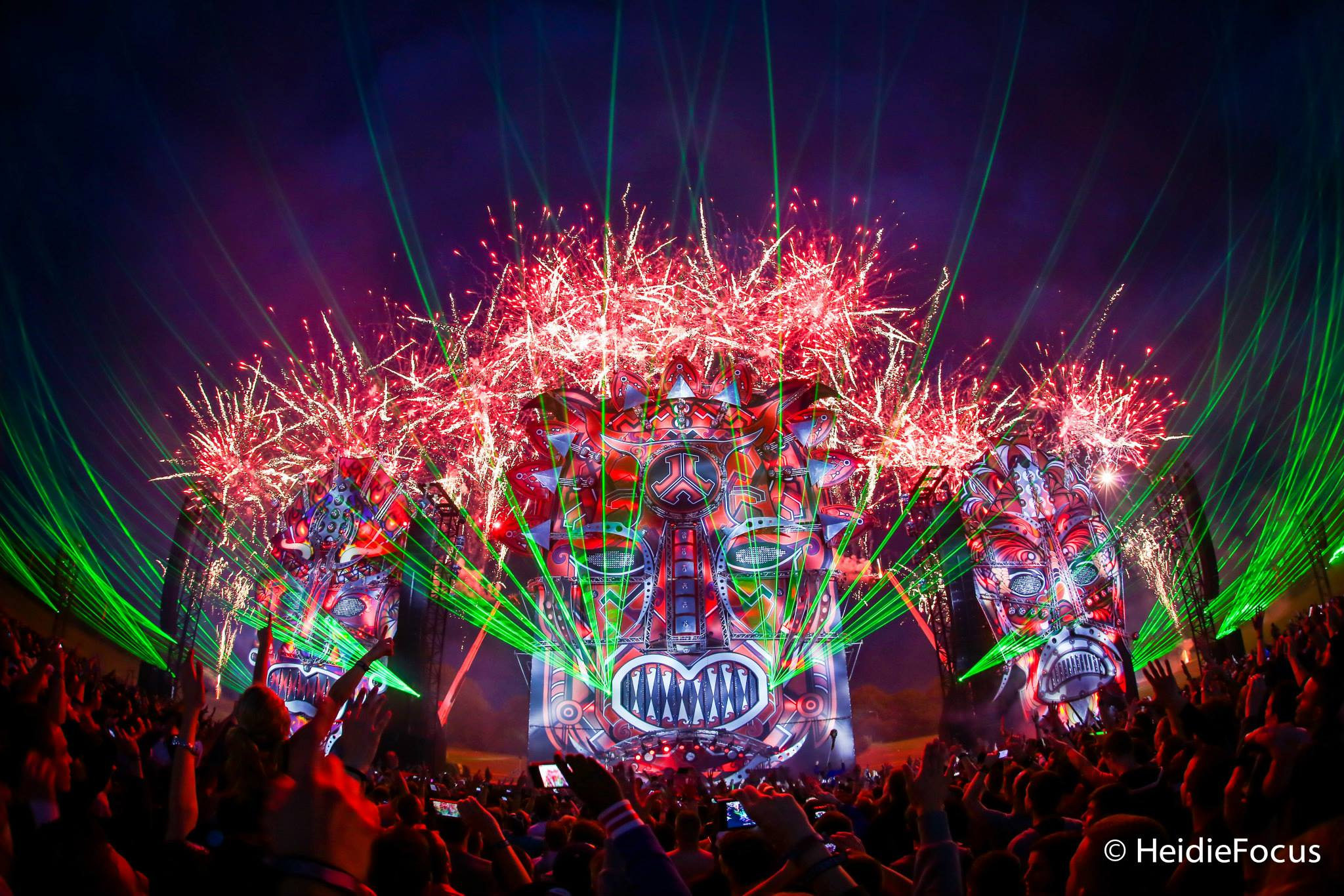 Eye candy 40 photos of beautiful EDM festival stage 2048x1366