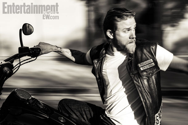Charlie Hunnam   Entertainment Weekly Photoshoot   Sons Of Anarchy 610x407