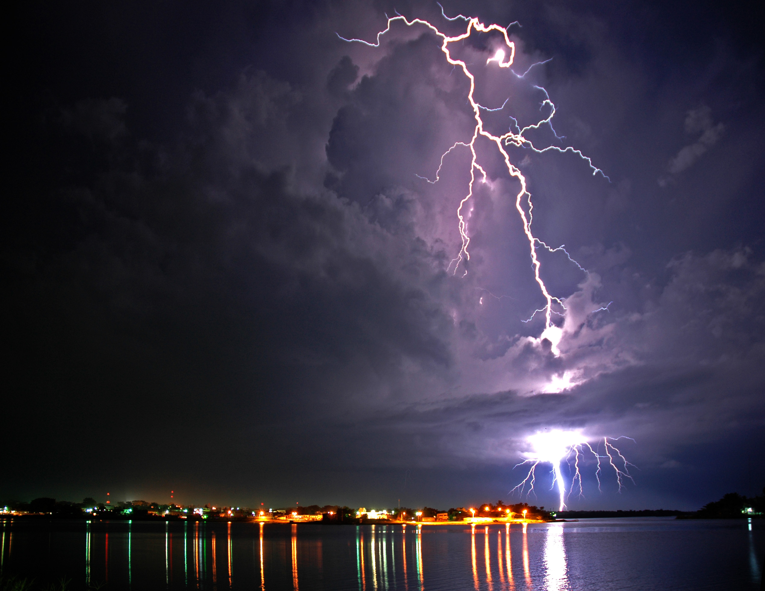 wallpaper Lightning Storm Wallpaper hd wallpaper background desktop 2536x1960