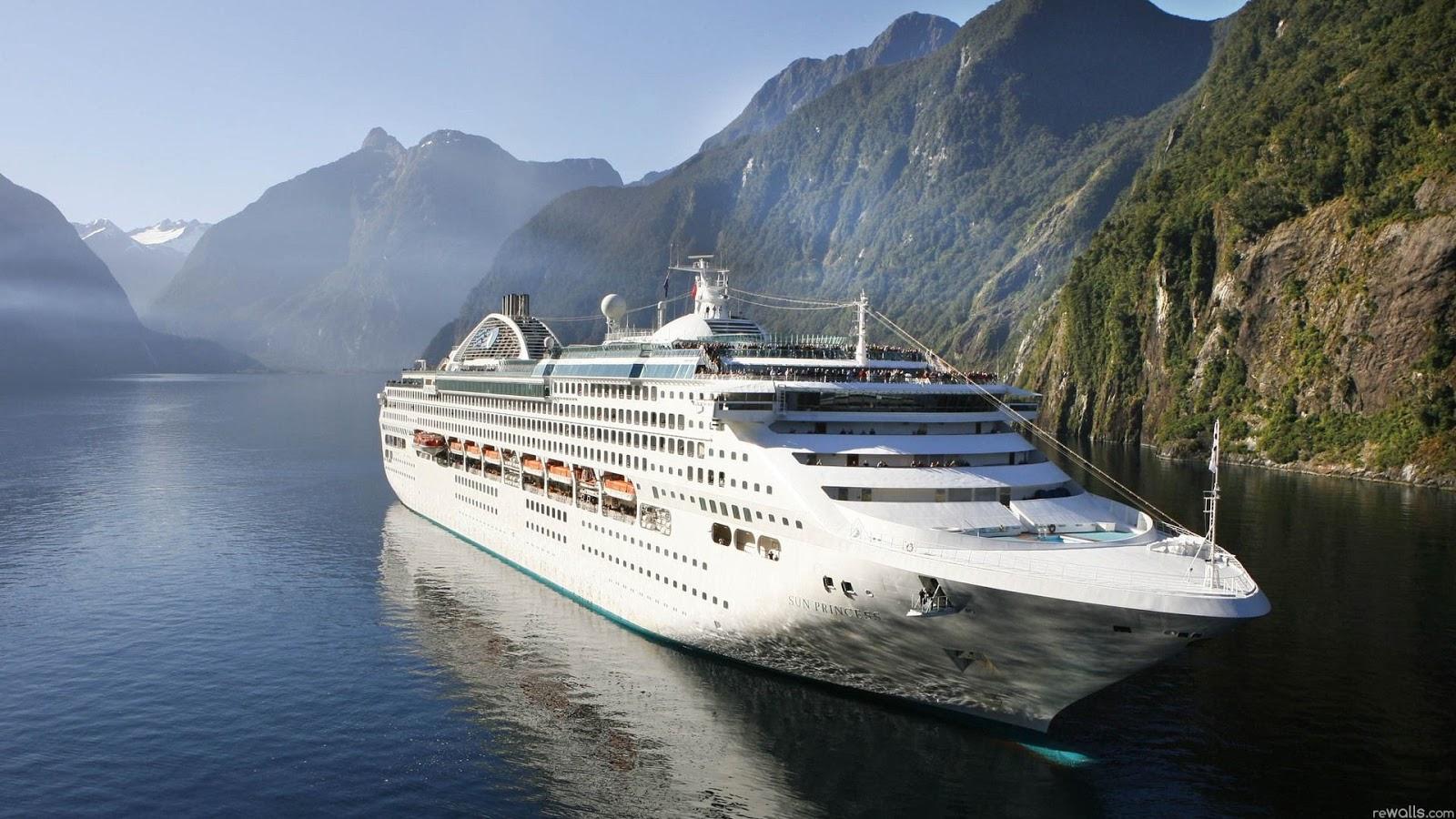 Cruise Ship 1600x900