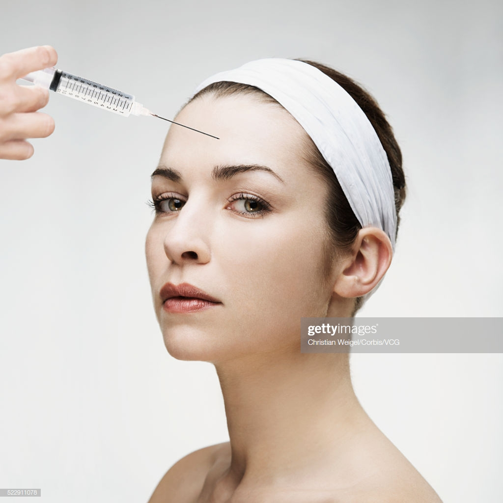 Best Woman recieving botox injection in forehead Wallpapers 8 1024x1024