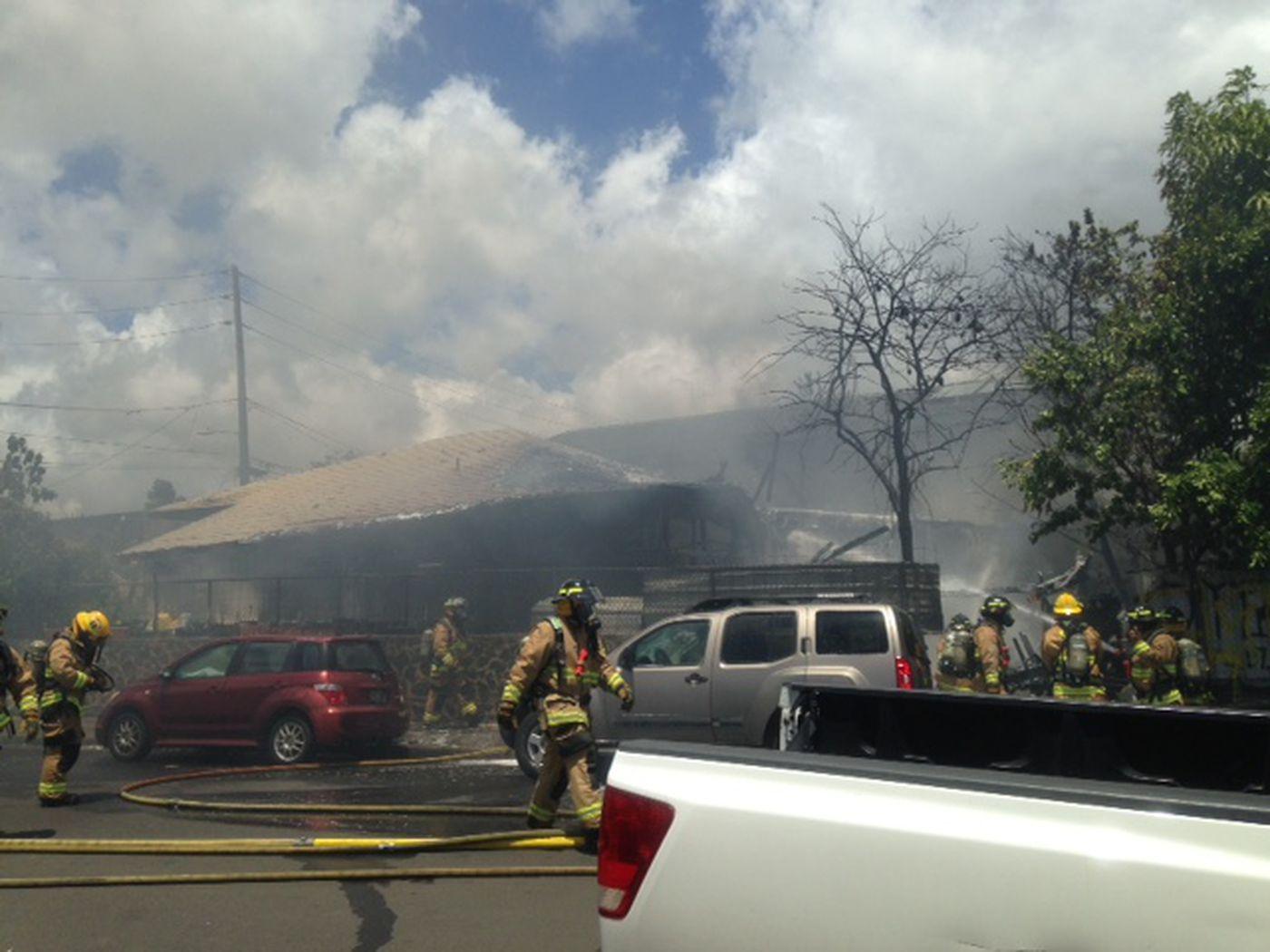 Large 2 alarm blaze destroys Kalihi home 1400x1050