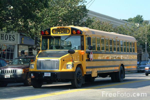 Yellow School Bus pictures use image 2030 02 4 by FreeFotocom 600x400