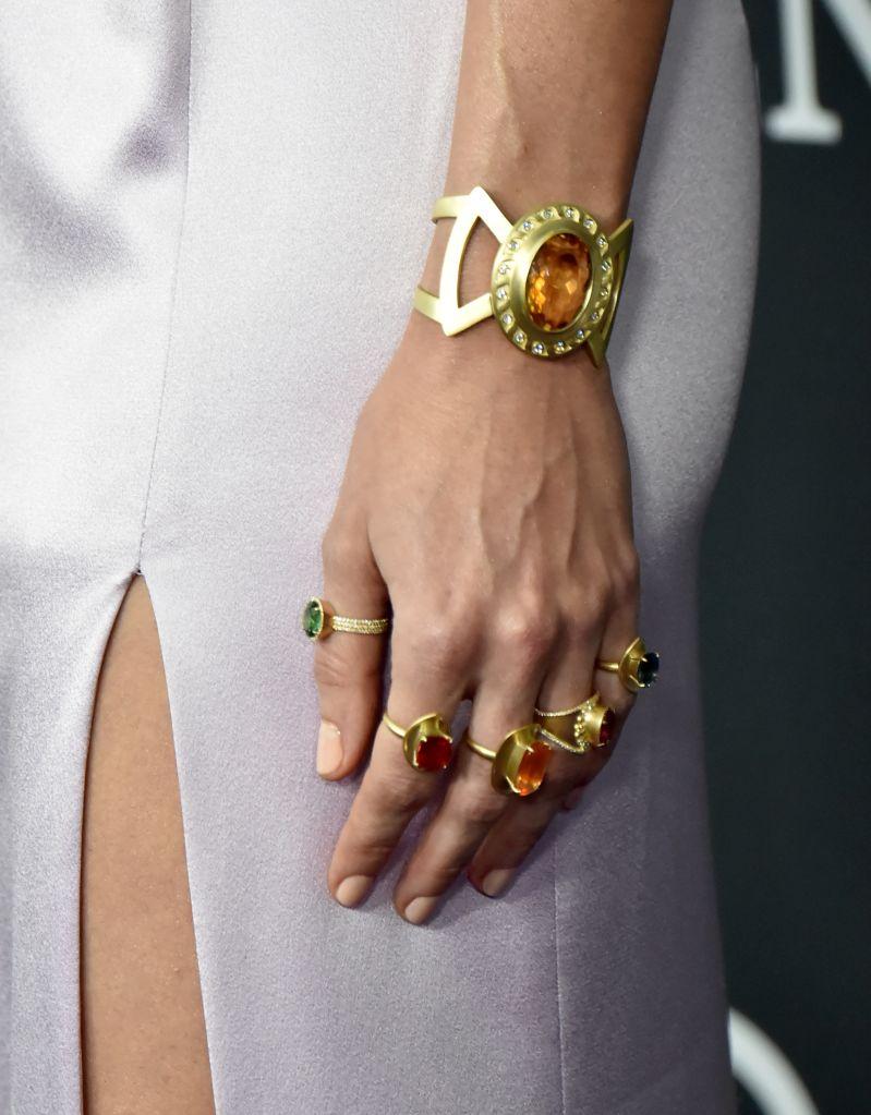 Brie Larson Scarlett Johansson Wear Infinity Gauntlet To 799x1023