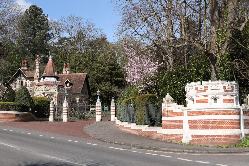 Gatehouse of Friar Park Henley on Thames Wallpaper Background ID 1000x667