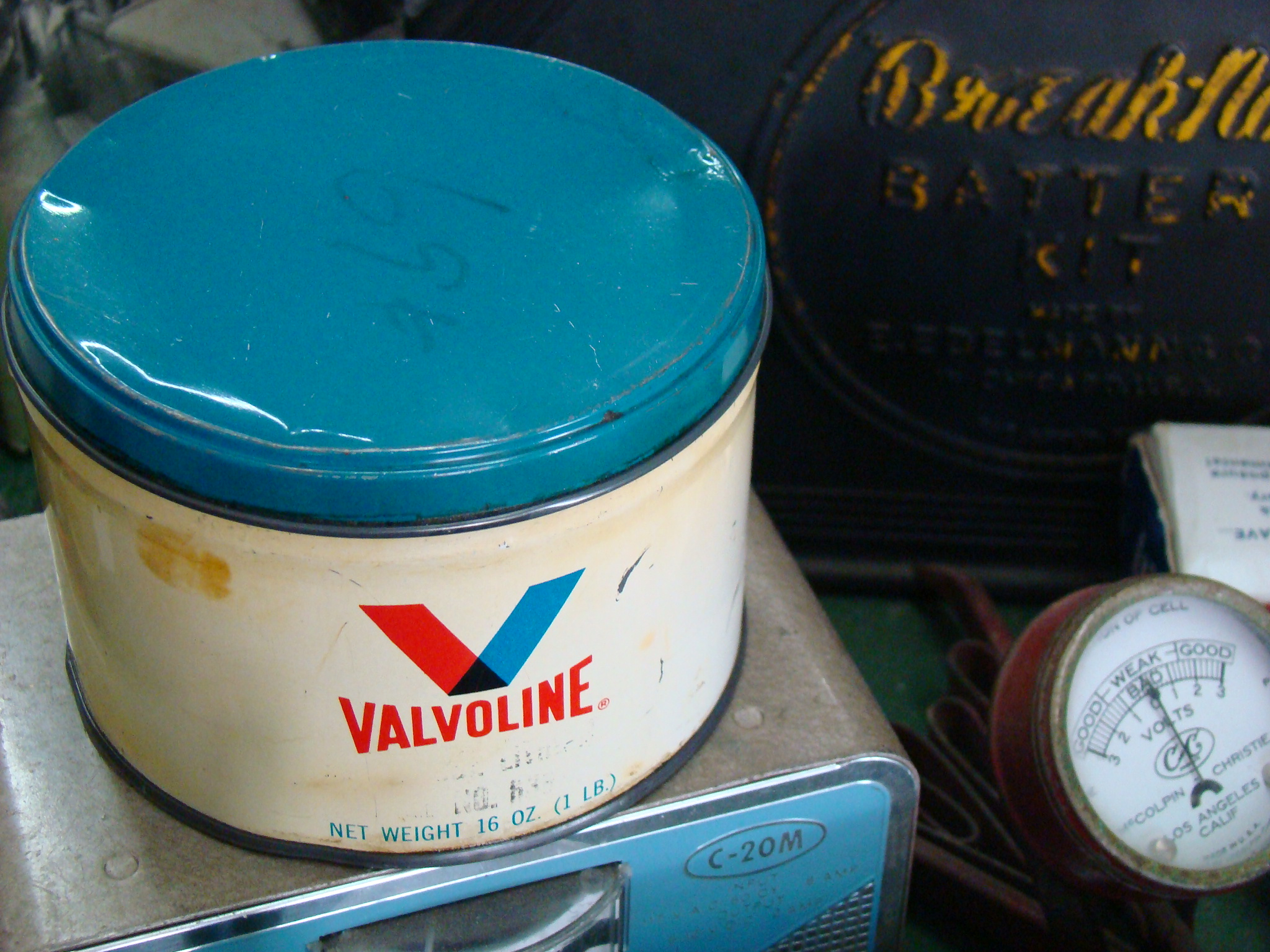 Valvoline Grease Can One Pound 34 FULL   Grumps Garage 2048x1536
