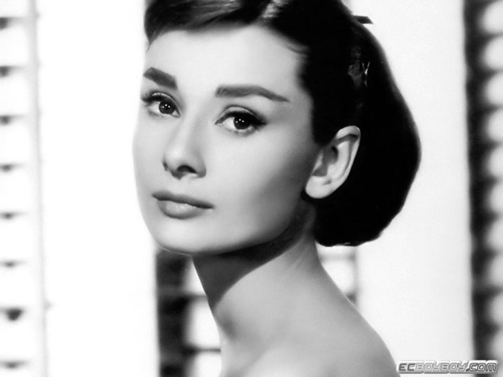 Audrey Hepburn Wallpaper 1600x1200 Audrey Hepburn Monochrome 1600x1200