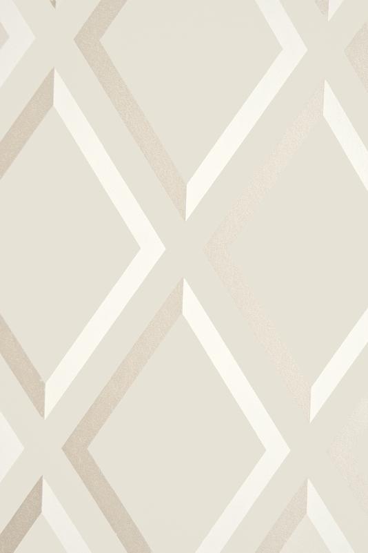 diamond trellis effect wallpaper with metallic gilver embellishment 534x801