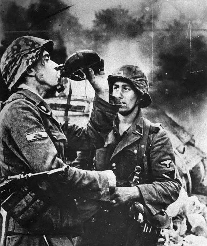 IN IMAGES Pictures Of War History WW2 Rare Images Of WAFFEN SS 707x837