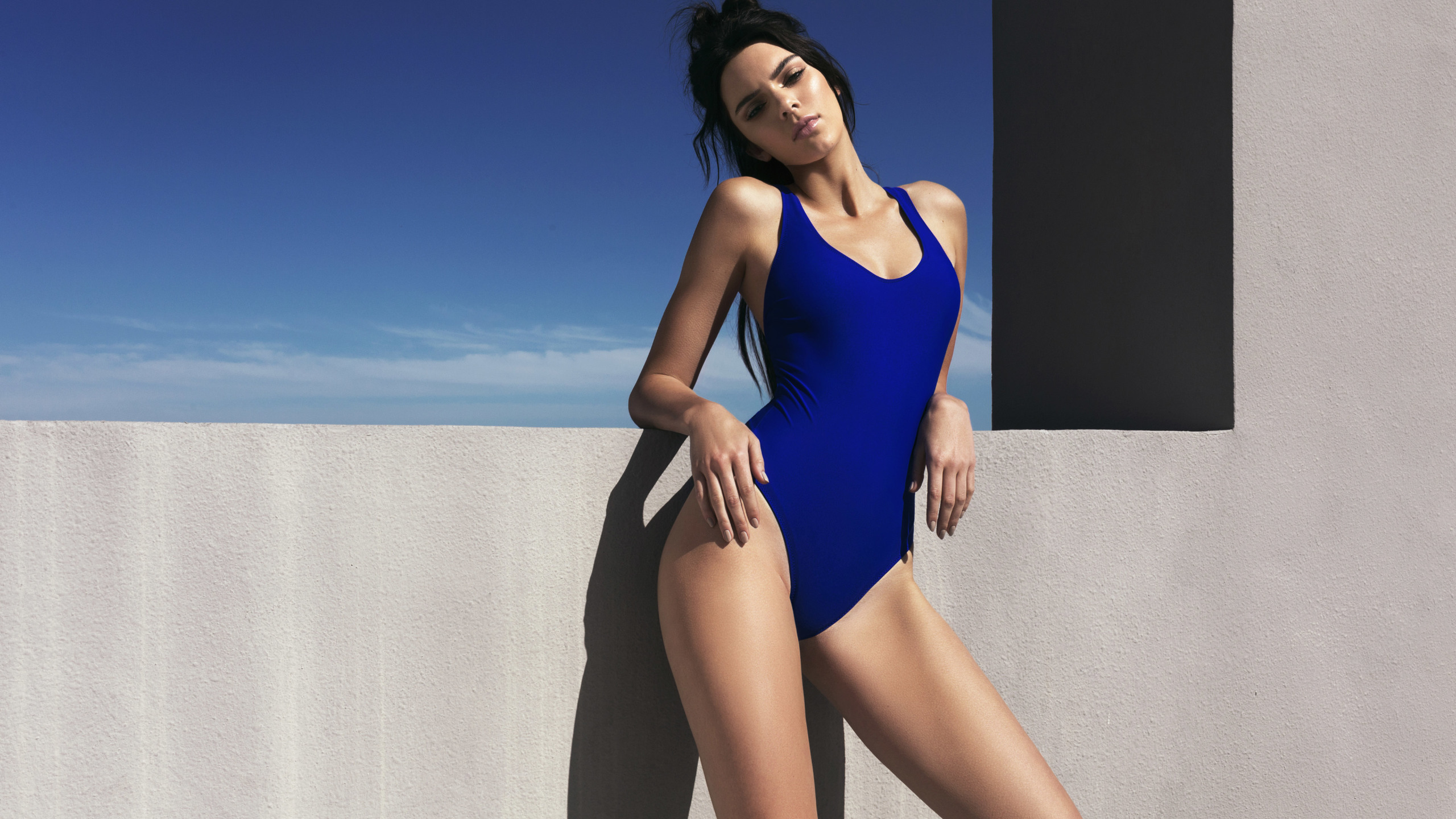 2560x1440 Kendall Jenner SwimSuit 1440P Resolution Wallpaper HD 2560x1440