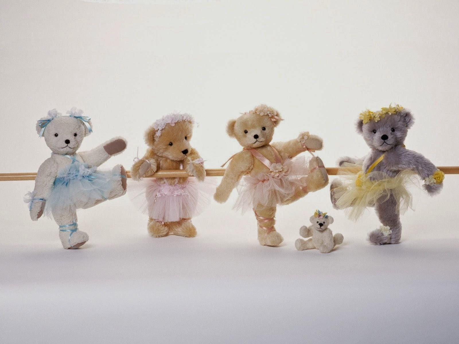 Cute Teddy Bear Wallpapers for little kids and children PIXHOME 1600x1200