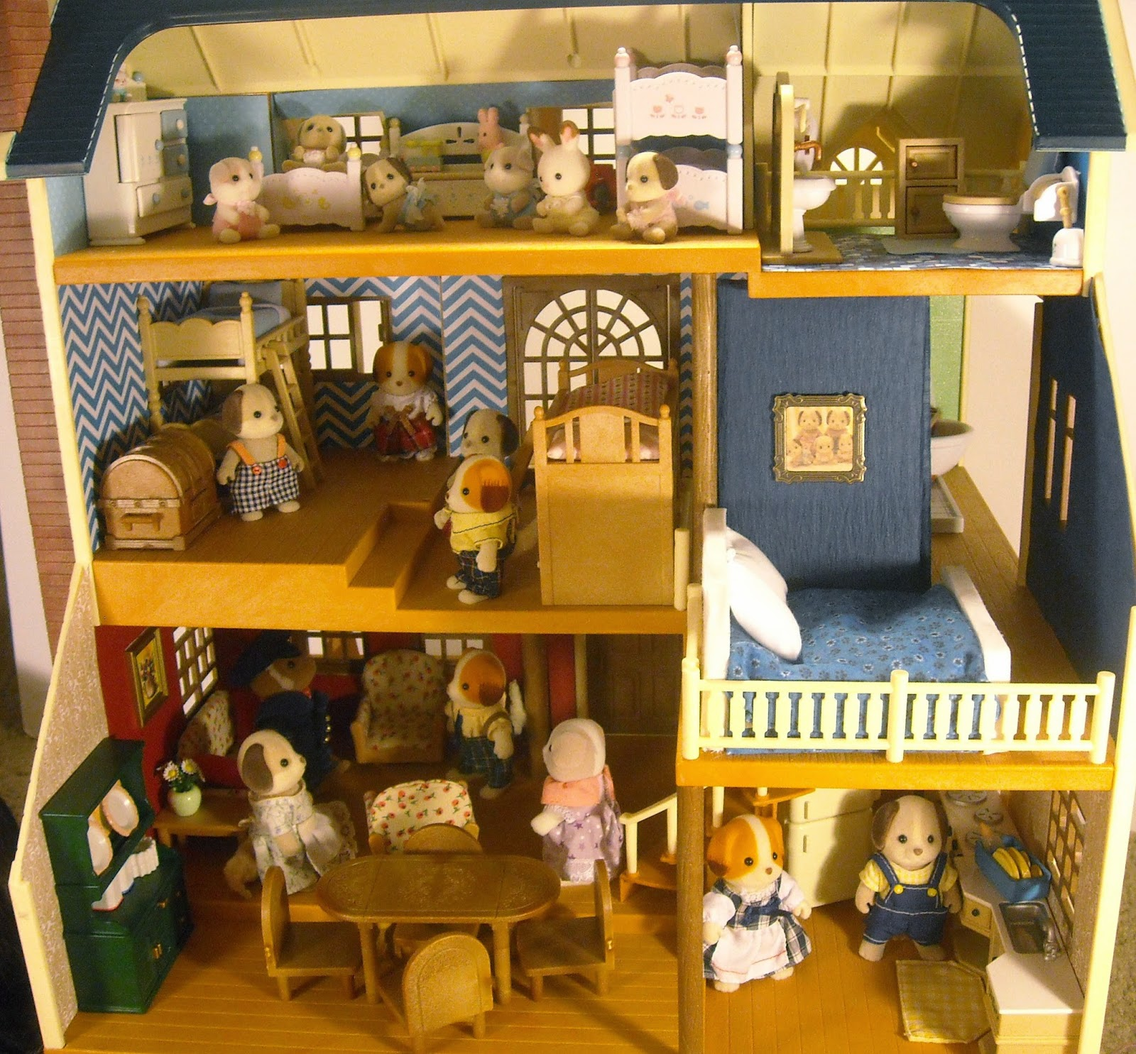 Luxury Dollhouse Wallpaper: Calico Critters Wallpaper