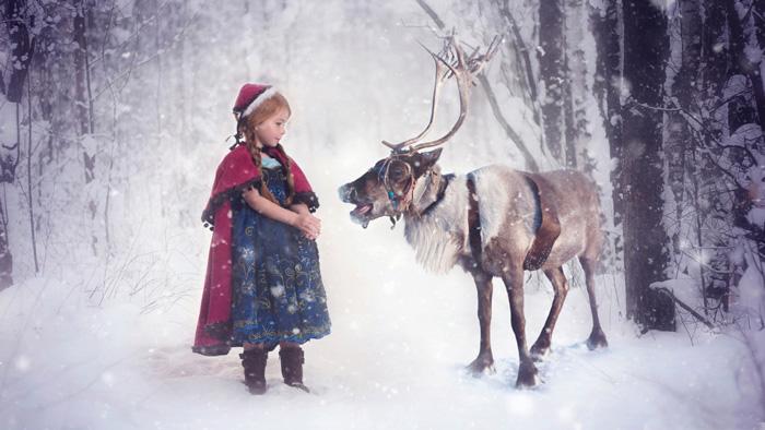 Christmas Elf and Reindeer 700x394