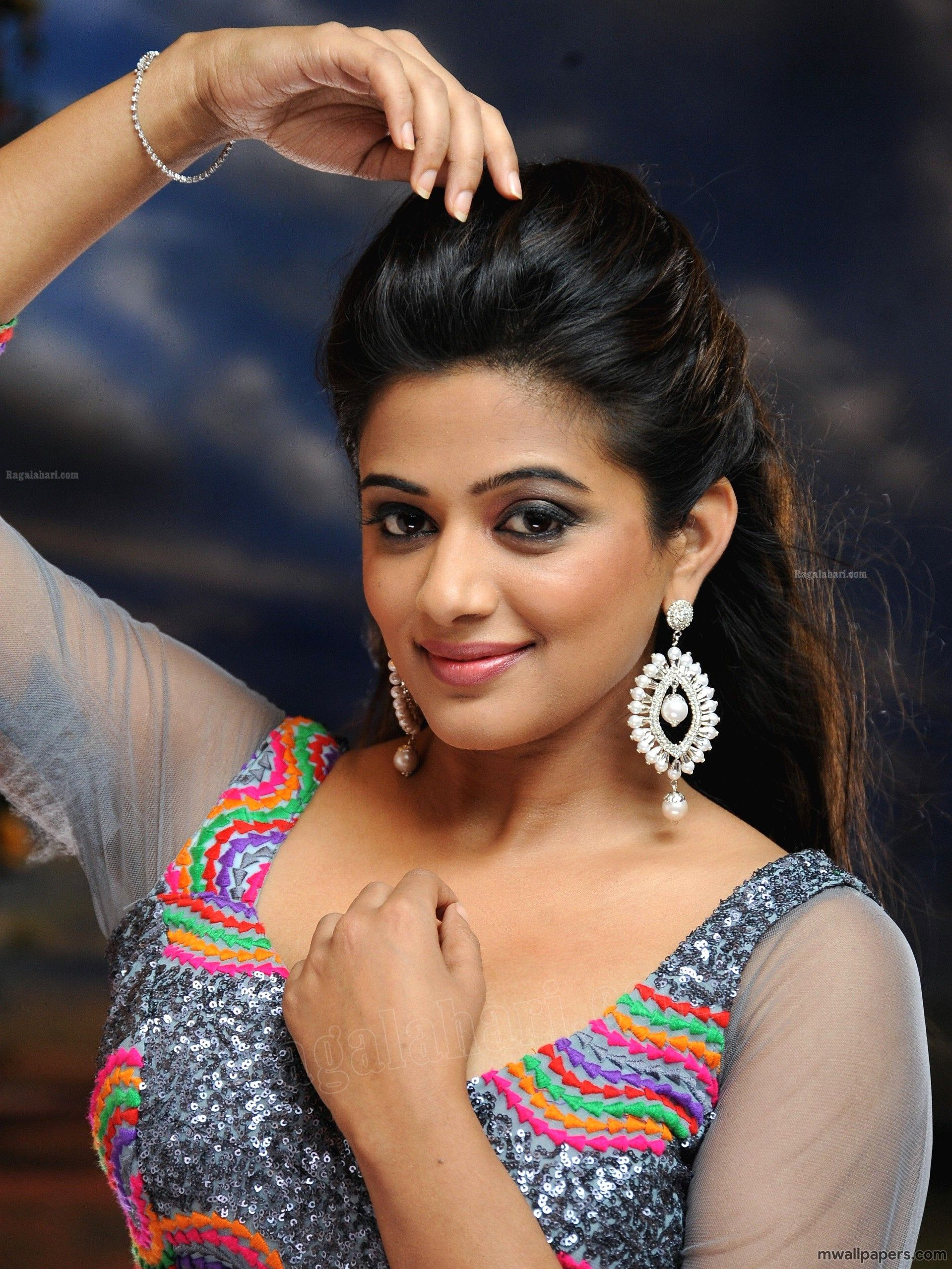 Priyamani HD Images Wallpapers 1080p   4260 priyamani 1919x2559
