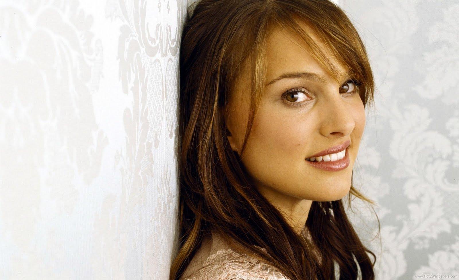 Natalie Portman Beautiful Hollywood Actress Latest Wallpaper 1600x975