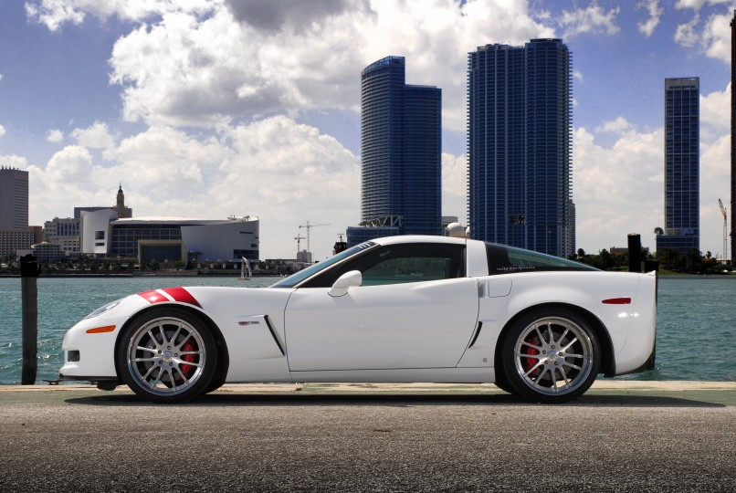 White Chevrolet Corvette Z06 4K UHD Wallpaper 806x540