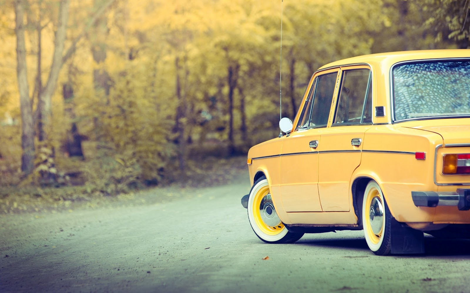 VIntage cars Russian old Lada on the road wallpaper The Wallpaper 1600x1000