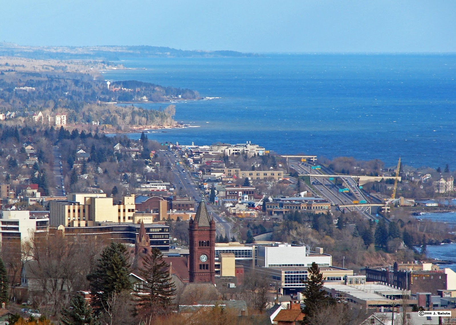 Aerial view of Duluth Minnesota with Lake Superior in the background 1600x1143