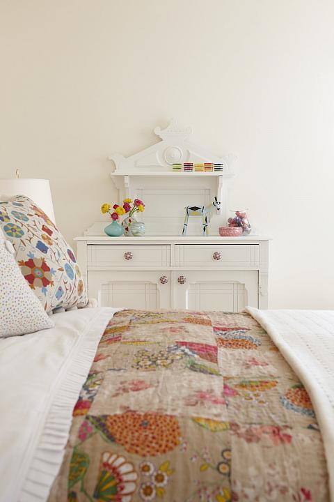 sarah richardson sarah house 4 powder room bird wallpaper 480x720