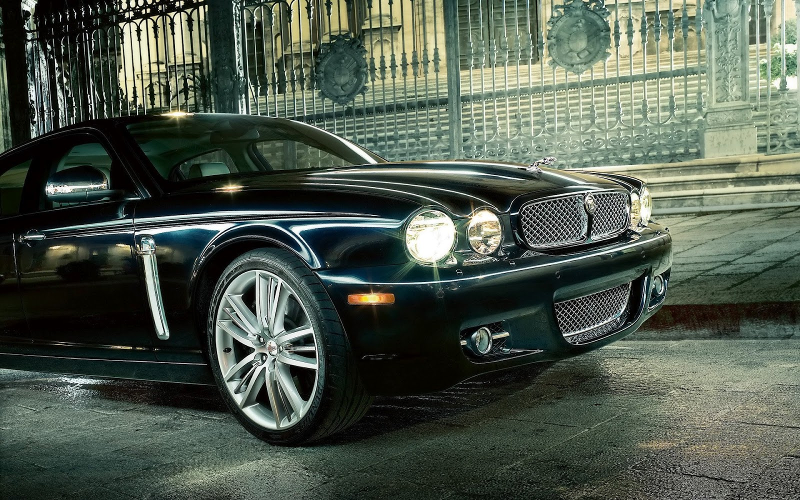 2012 classic Jaguar car XType head frong lights 2012 download 1600x1000