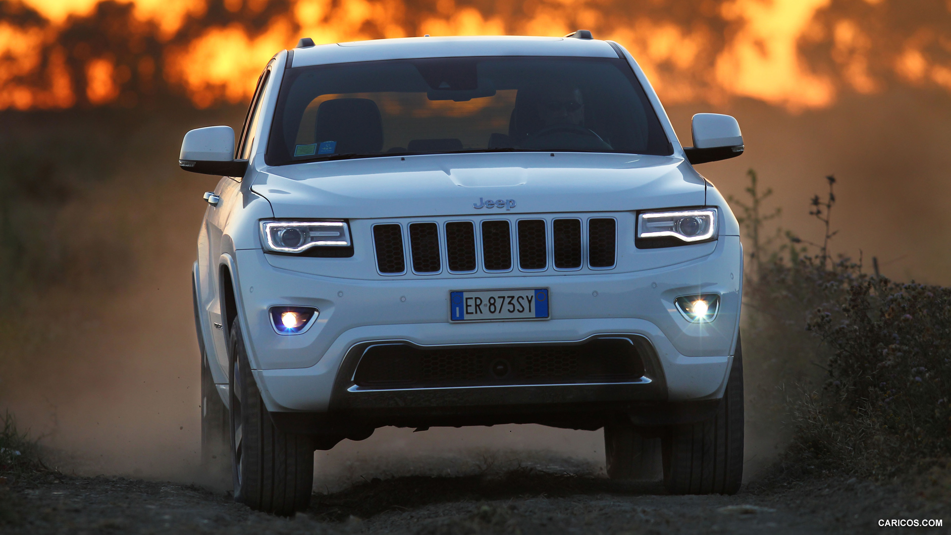2014 Jeep Grand Cherokee EU Version Overland   Front HD 1920x1080