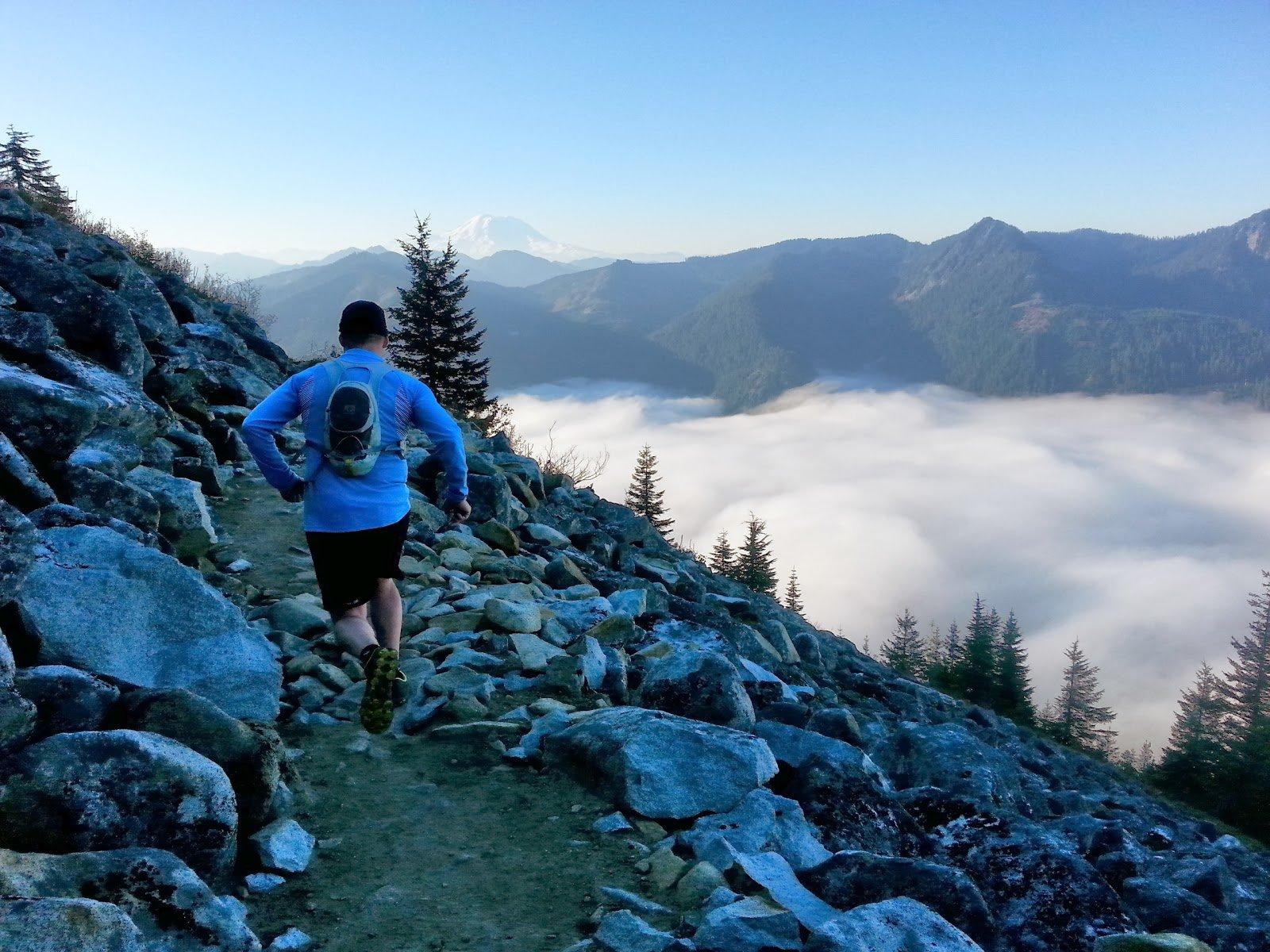 Ultra Running Wallpaper Running down the mountain   a 1600x1200