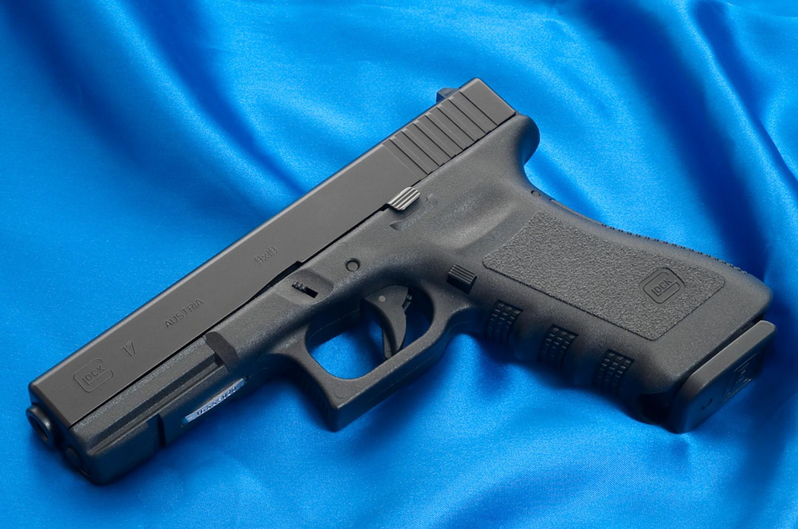 Glock 17 Photos HD Wallpapers Military WallBase 1600x1062