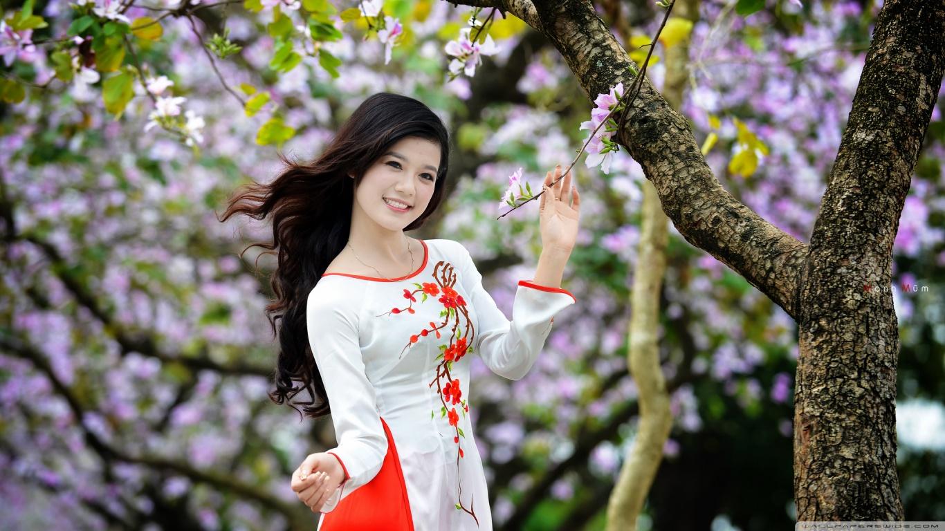 Spring Season Women HD Wallpaper   Spring Desktop Wallpapers 1366x768