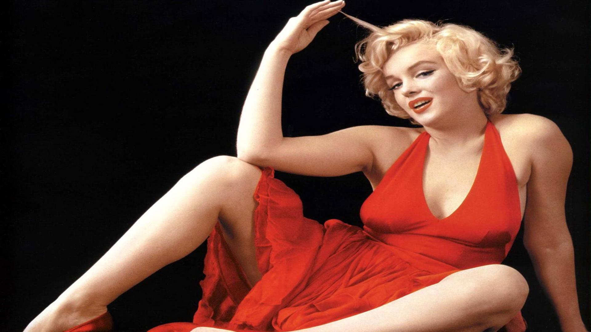 [41+] Marilyn Monroe with Guns Wallpaper on WallpaperSafari