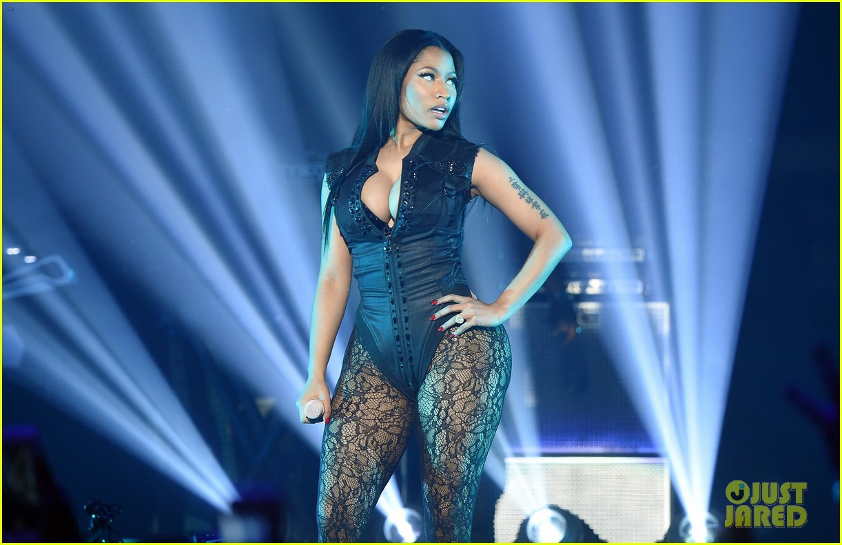 Beyonce & Nicki Minaj Perform 'Feeling Myself' Live! (Video): Photo ...